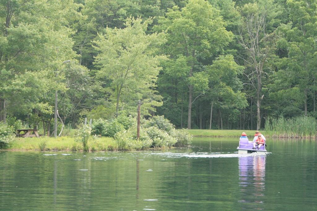 Lake-Paddleboat
